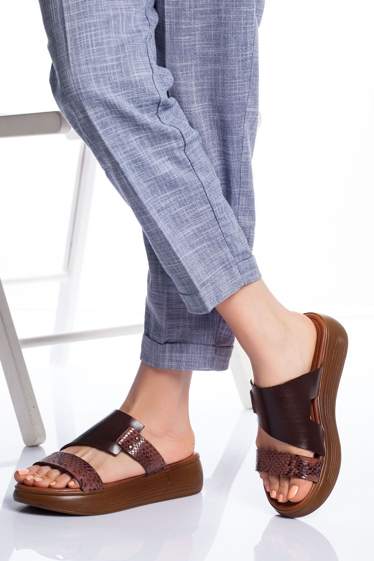 Lori Hakiki Deri Sandalet KAHVE
