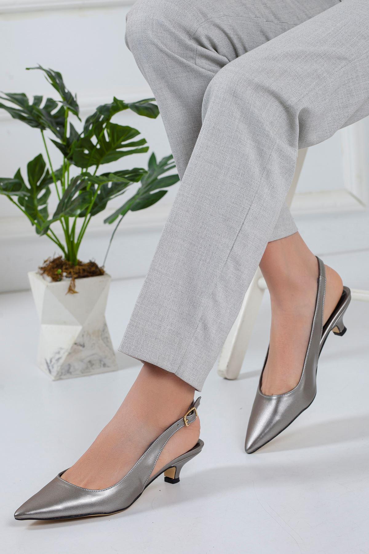 Solen Kısa Topuklu Sivri Burun Ayakkabı PLATİN