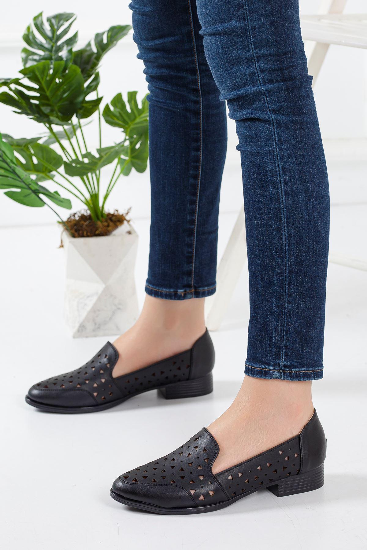 Egem Delikli Yazlık Babet Ayakkabı Siyah